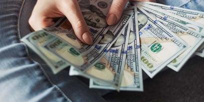 Die Top 2 Strategien, um Teenagern den Umgang mit Geld zu lernen