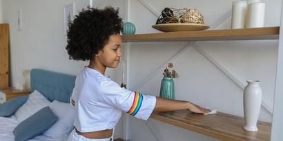 6 buenos consejos para que tu hijo ayude en casa (y no proteste)