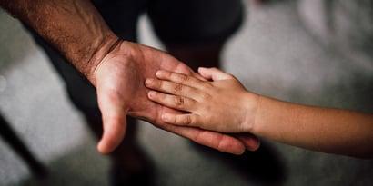 Rett Syndrom: Symptome, Lebenserwartung & Therapie
