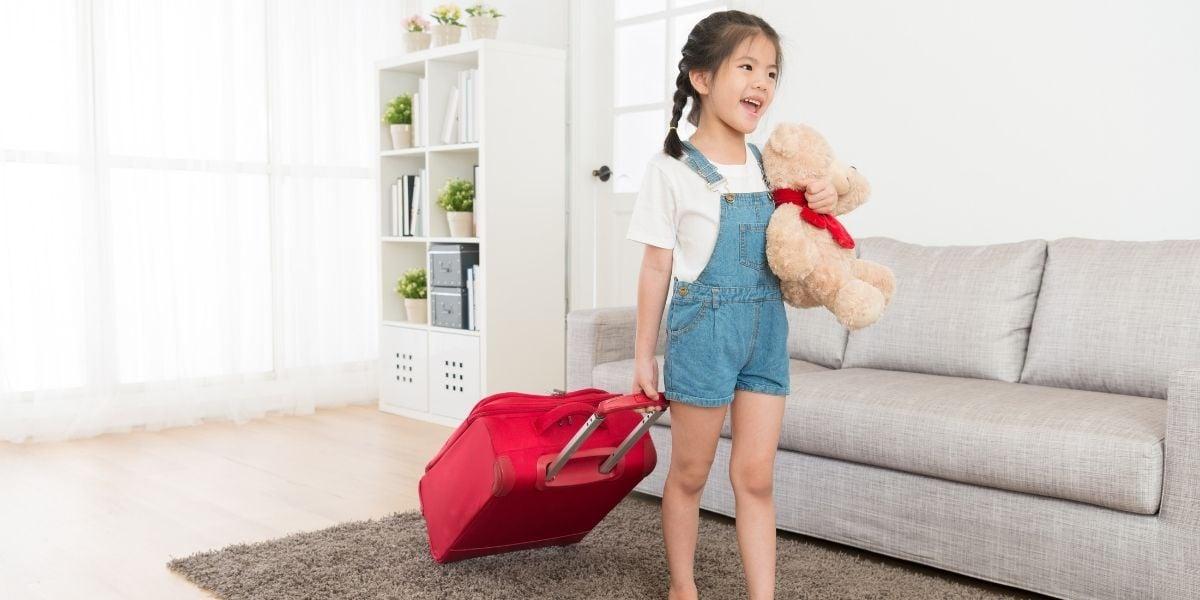 girl kid travelling