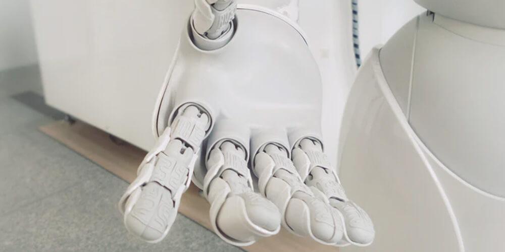 Intelligenza artificiale spiegata mano robotica
