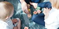 disturbi-apprendimento-bambini-giocano-lettere