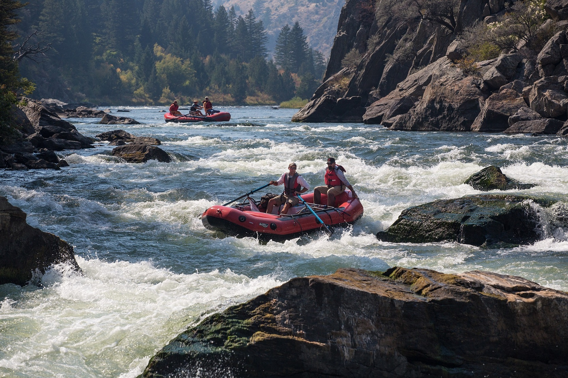 rafting-883523_1920